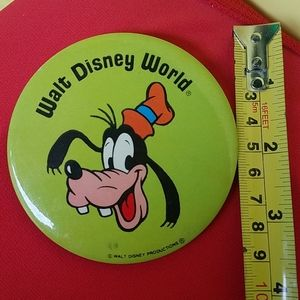 Vintage Goofy button WALT DISNEY